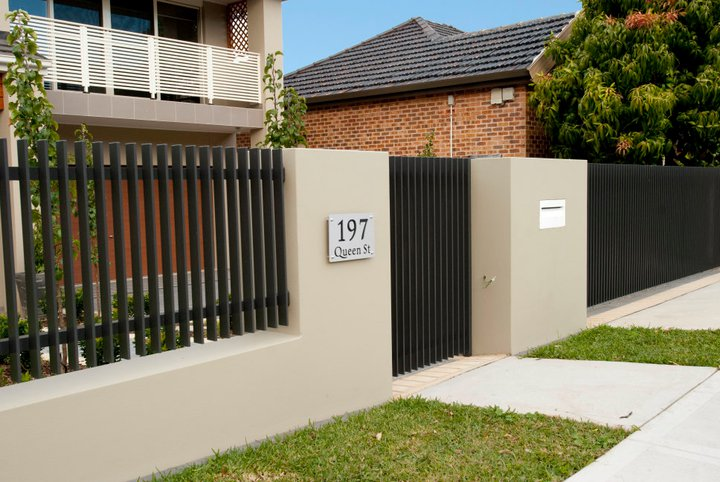 Modern front fence all scape for Front garden fence designs